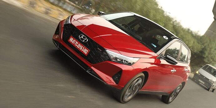 New-Hyundai-i20-Red-On-Road-Photo-750x375
